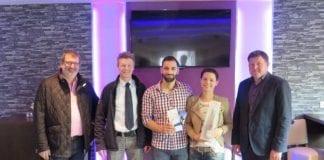 Gratulierten Gazzan (Mitte) und Sabrina Fakih zur erfolgreichen Neueröffnung: (v.l.) Wirtschafts- und Grundstücksausschussvorsitzender Martin Koopmann, Wirtschaftsförderer Dietmar Lager und Ortsbürgermeister Rudolf Holterhues.